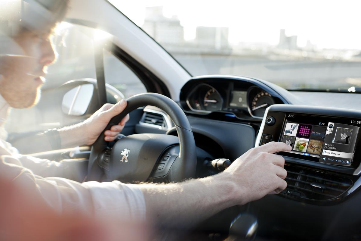 Come Installare il Navigatore sulla Peugeot 208 Active