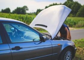 Le 8 Abitudini che Danneggiano la Tua Auto