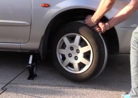 Come accendere l'auto con una corda