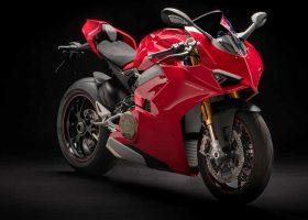 Ducati Panigale V4, ovvero mettere la targa ad una moto da corsa