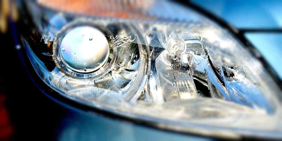 pulire fari auto con bicarbonato