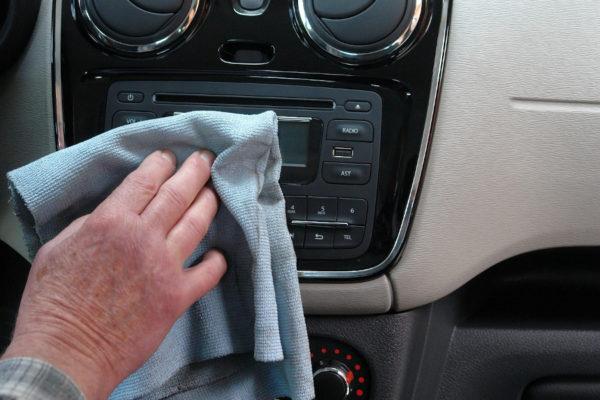Disinfettare gli interni dell auto